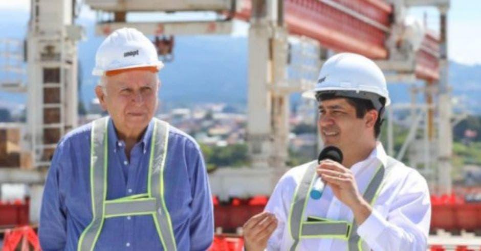 Rodolfo Méndez, ministro del MOPT y presidente Carlos Alvarado.