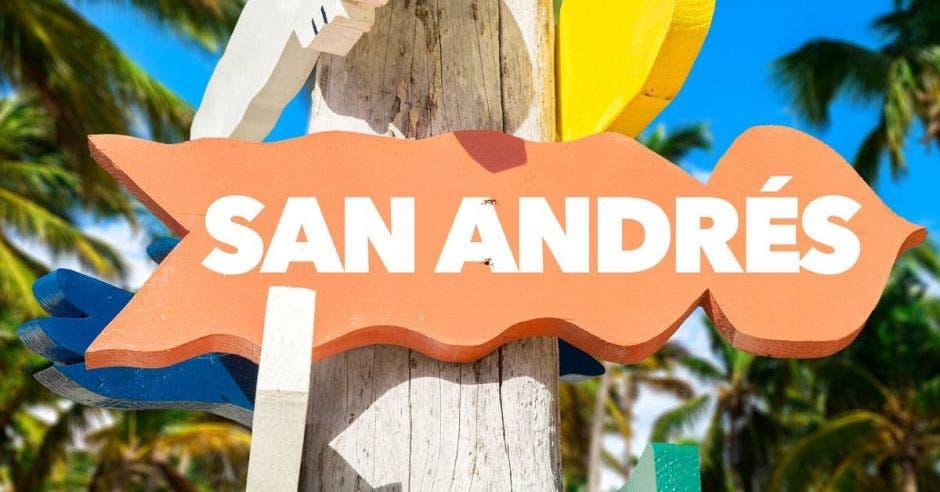 letrero colora anaranjado con la palabra sandrés escrita en color blanco