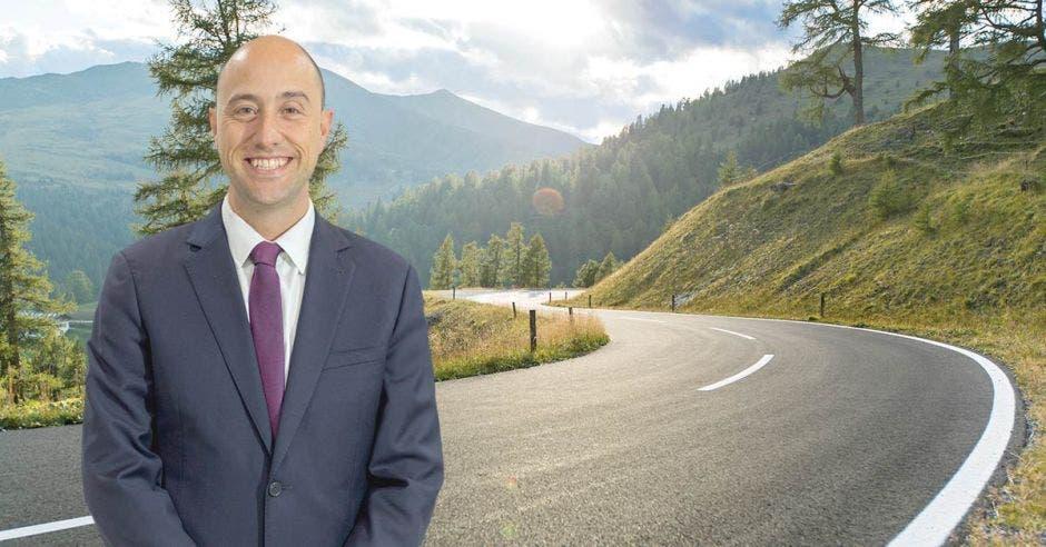 """""""Necesitamos de infraestructura, de obra pública de calidad y de carreteras en buen estado. Esto es una necesidad para alcanzar una reactivación económica"""", dijo Arturo Rosabal, Vicepresidente de la Cámara de Comercio. Archivo-Shutterstock/La República"""