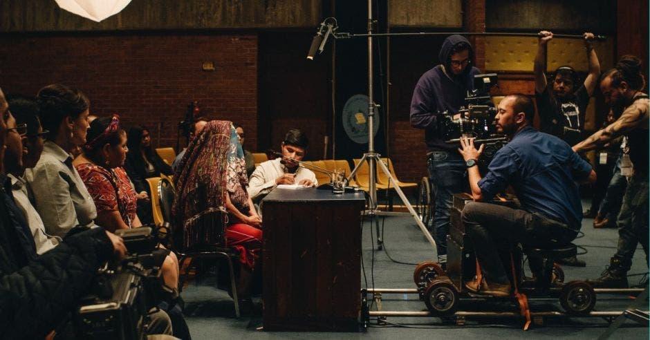 Nicolás Wong trabajando en set
