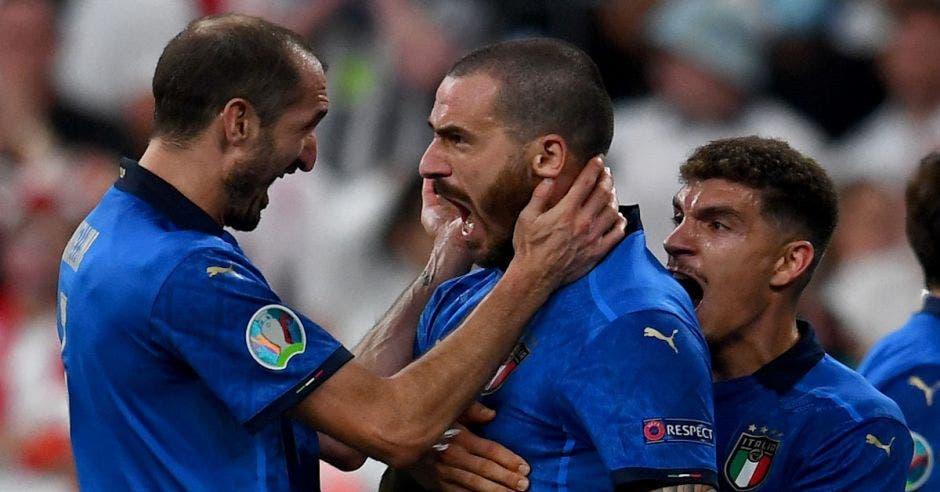 Leonardo Bonucci celebra el gol de Italia