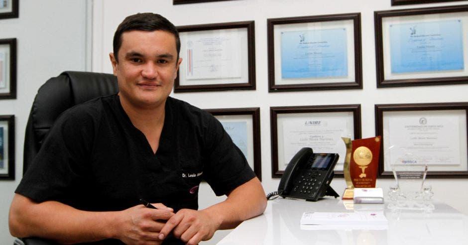 Director de Stem Cells, el doctor Leslie Mesén