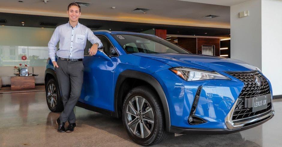 Lexus azul