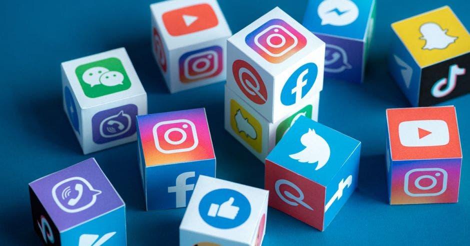 imágenes de diversos logos de redes sociales twitter, pinterest, facebook, instagram, telegram y otras