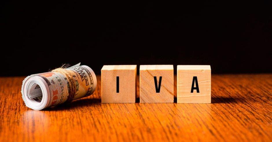 Cubos con IVA y dólares