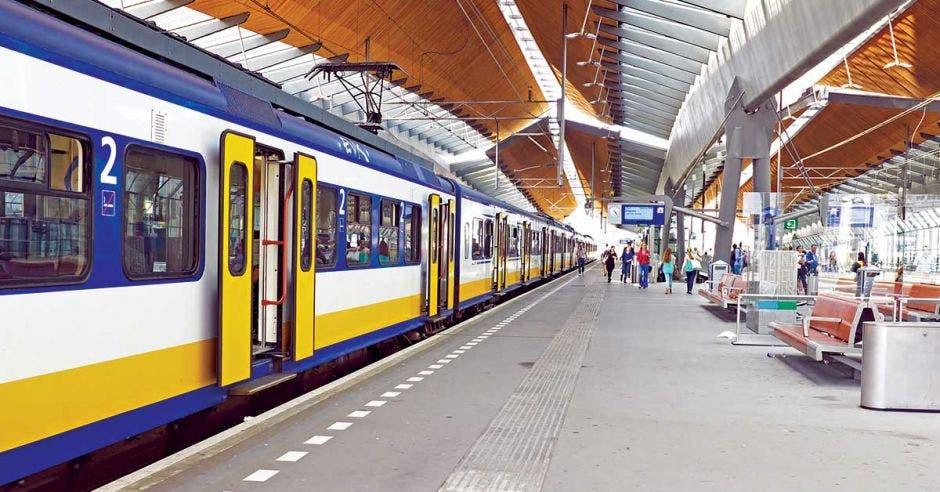 Foto de la estación del tren de Amsterdam, Países Bajos