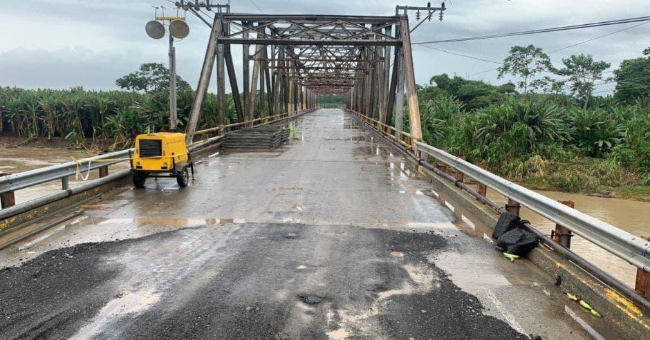 Puente metálico armable sobre Río La Estrella