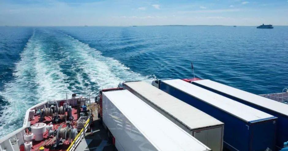 mar y contenedores
