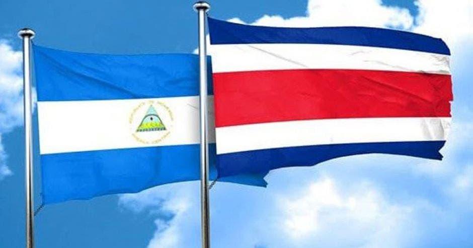 Banderas de Nicaragua y Costa Rica