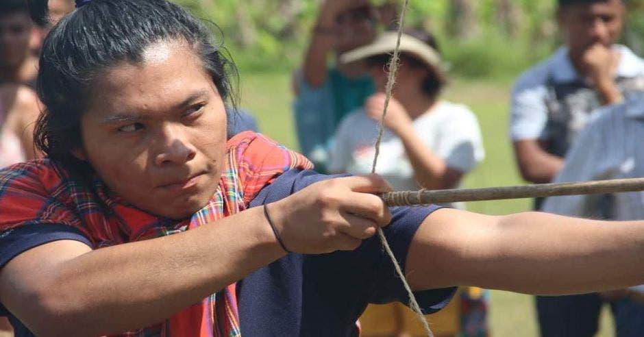 indigenas arco y flecha