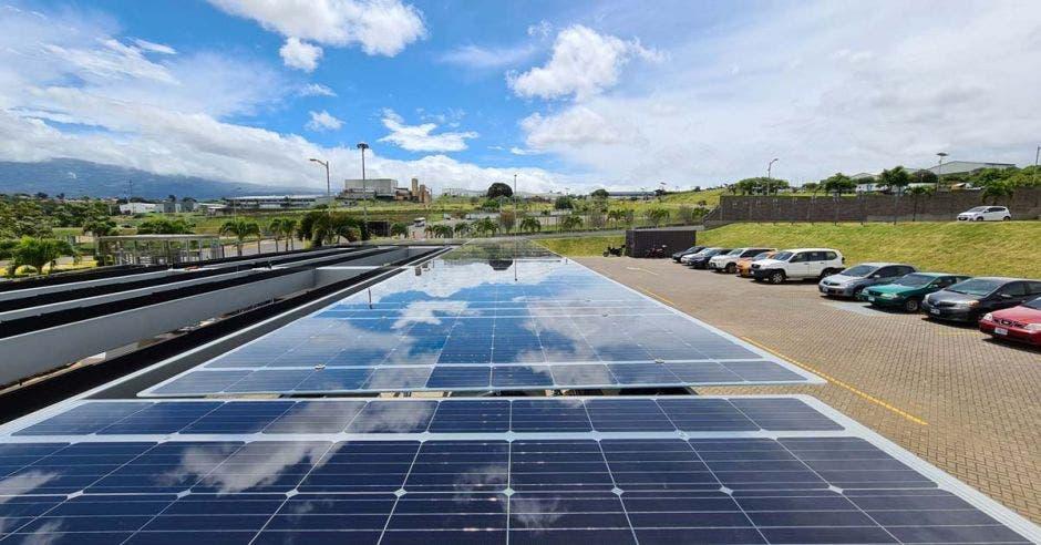 paneles solares instalados en America Free Zone