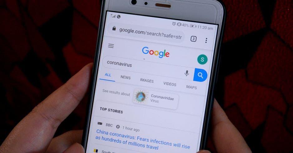 Celular Android con la aplicación Goggle abierta