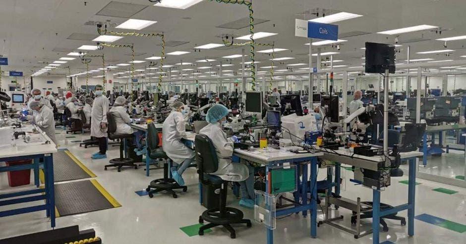 Planta industrial en plena producción