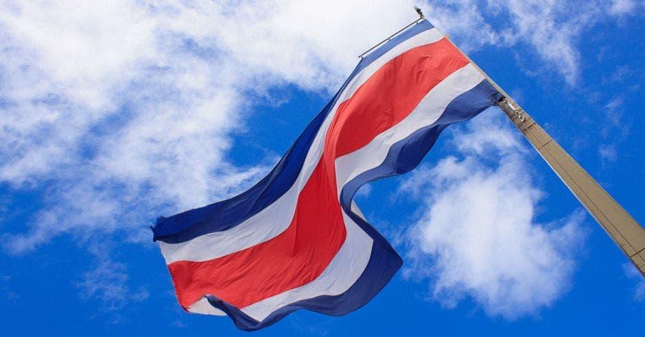Bandera de Costa Rica ondeando