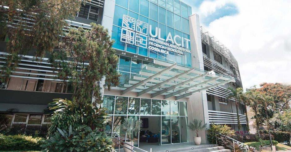entrada principal de la universidad