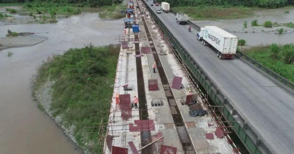La empresa CHEC trata de ampliar a cuatro carriles la carretera. Archivo/La República