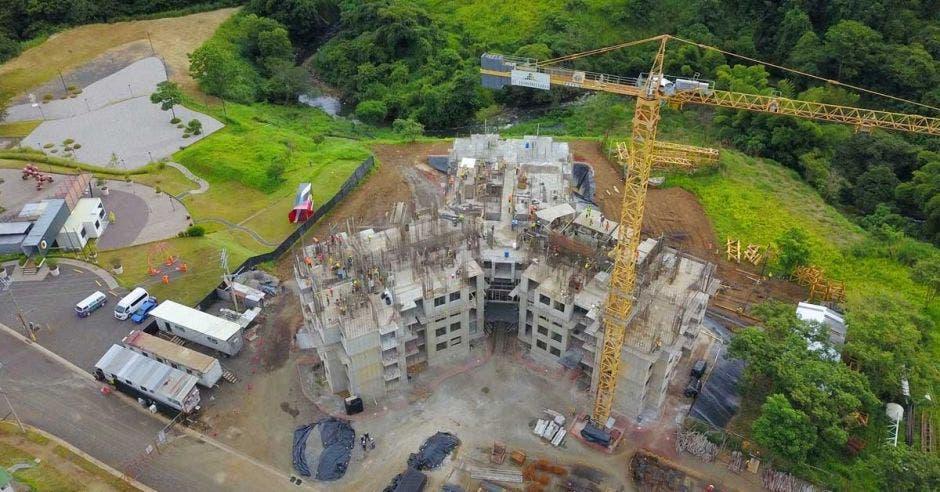 Toma aérea de la construcción de las torres de apartamentos del proyecto Núcleo Sabana
