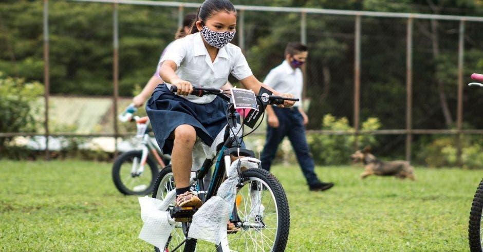 niña bici