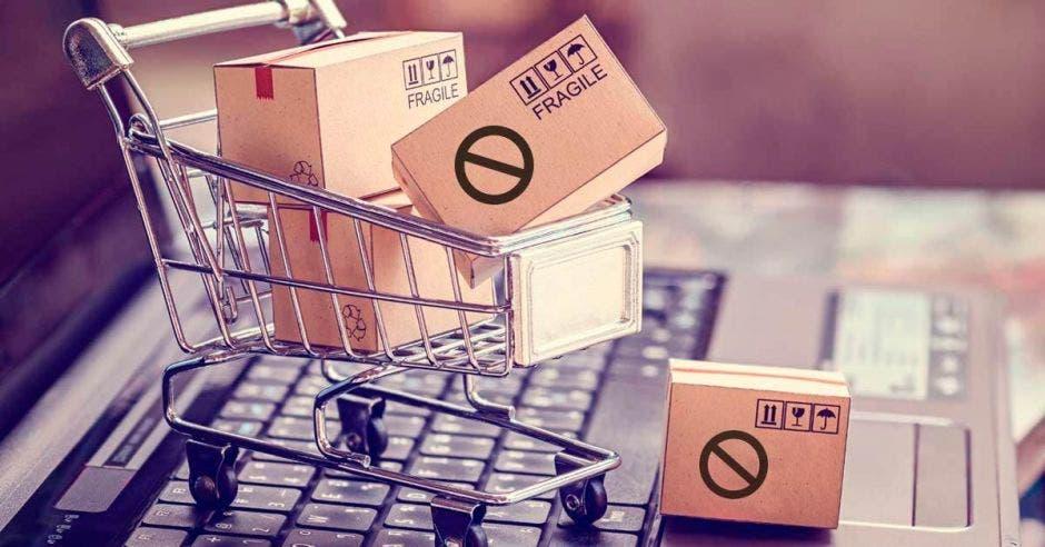 Carrito de supermercado con cajas