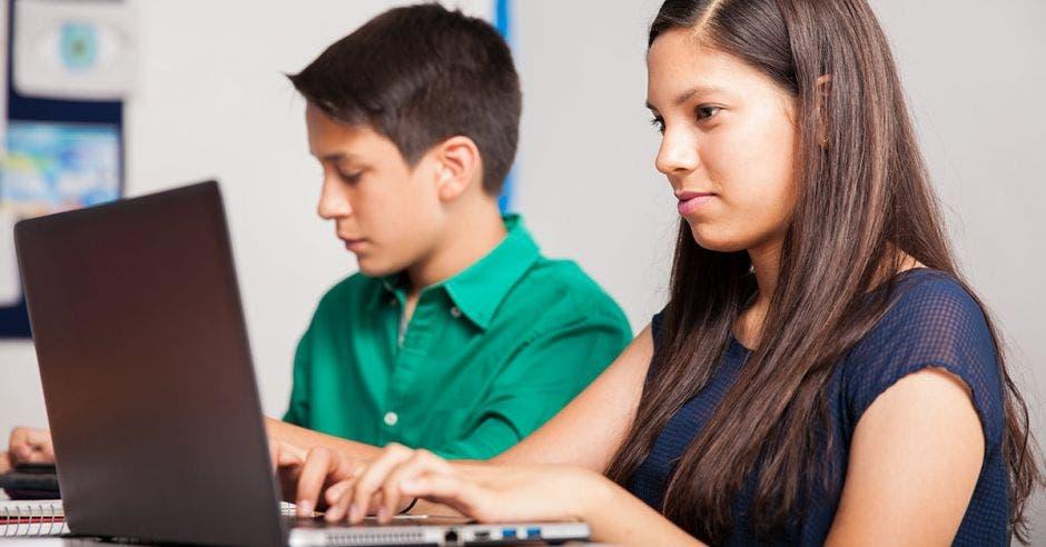 jóvenes en curso virtual