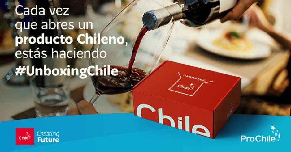 Foto de la campaña exportadora chilena que contempla una caja con productores de ese mercado
