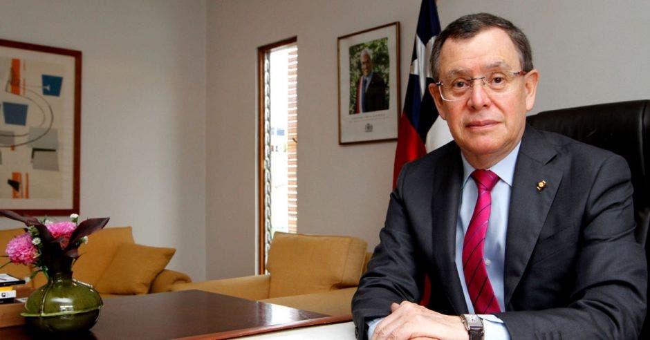 Oscar Alcaman Riffo, Embajador de Chile