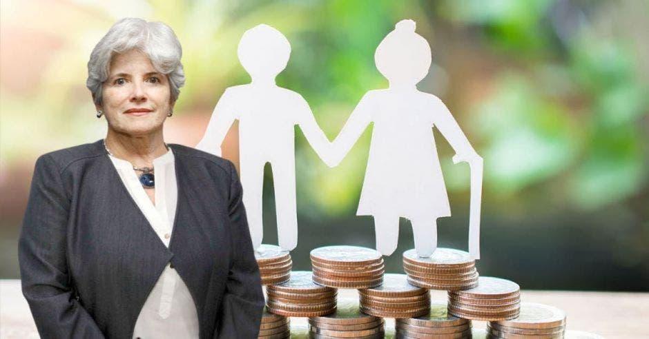 Mujer de pelo gris frente a muñecos de papel sobre monedas