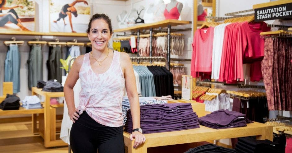 Alyson Bloomer,  VP de Merchandising, Producto y Compras para Franquicias, Alianzas Estratégicas y Licencias en Gap Inc.