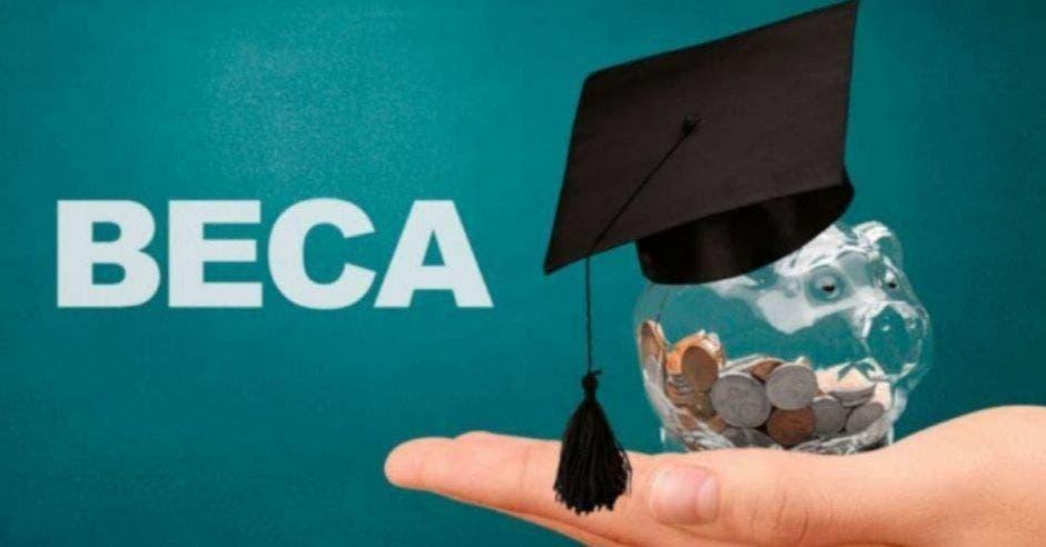 Cuatro mil estudiantes de universidades públicas y privadas reciben la beca de postsecundaria