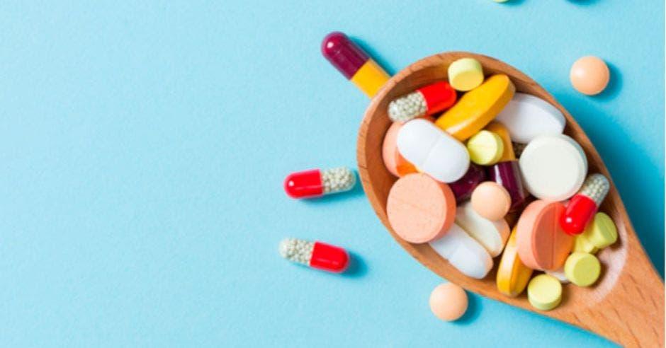 Colegio de Farmacéuticos pide a la población usar correctamente medicamentos para evitar complicaciones