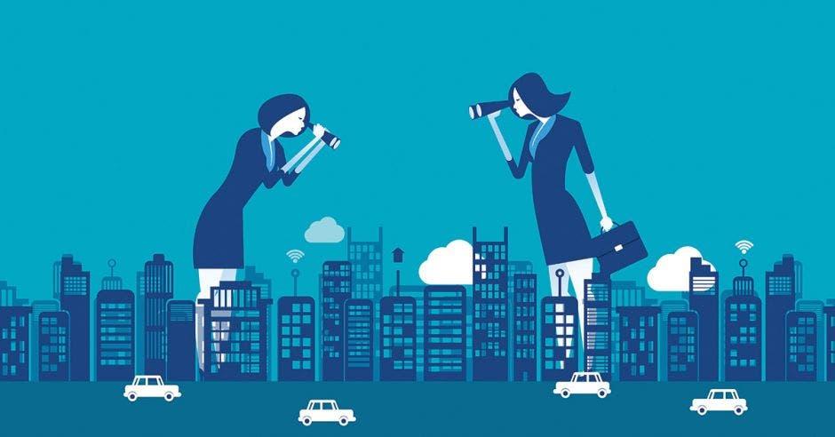 Mujeres gigantes viendo edificios y carreteras