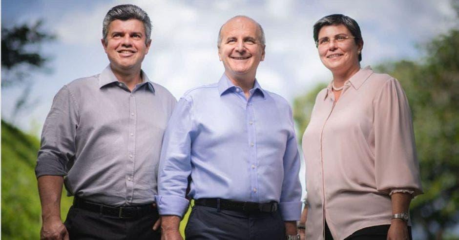 Álvaro Ramírez, José María Figueres y Laura Arguedas conforman la fórmula del PLN. Facebook Laura Arguedas/La República.