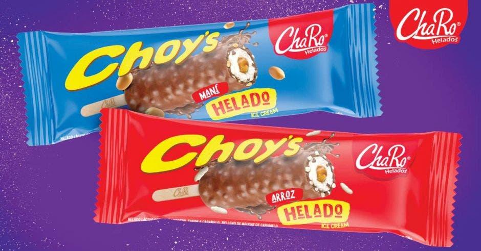 Presentación de dos chocolates, uno de empaque color azul y otro rojo