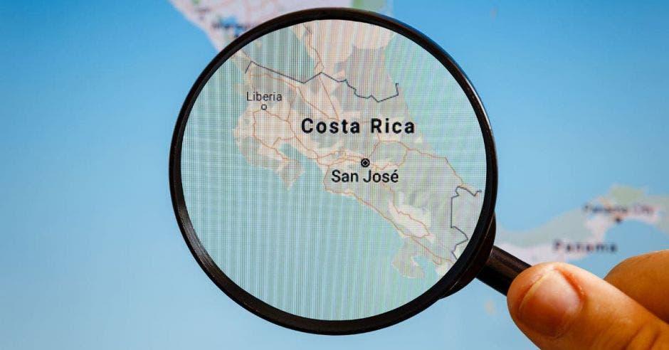 Lupa sobre mapa de Costa Rica