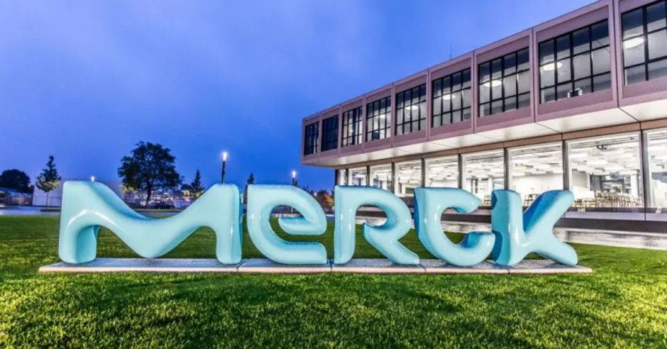 letrero y entrada a las instalaciones de Merck