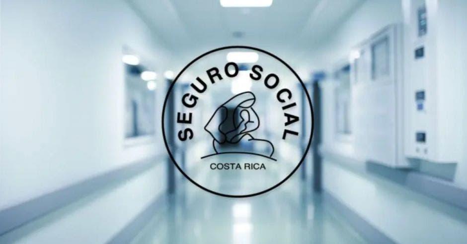 pasillo de hospital con logo de la Caja
