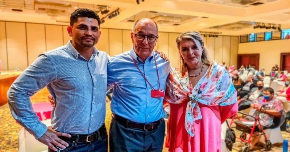 Royner Mora Ruiz, Luis Alberto Cordero y María Solís Gamboa conforman la papeleta presidencial del Libertario. Archivo/La República.