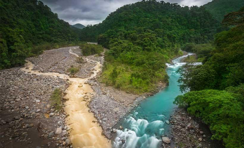 Convergencia del Río Sucio y Río Hondura, Braulio Carrillo. Fotografía  de Luis Solano Pochet