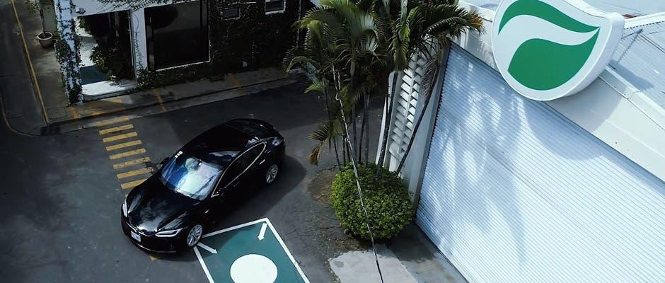 Conozca el Model S de Tesla, primer vehículo eléctrico de Bioland